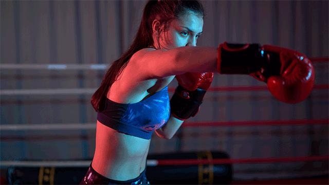 ボクシングでダイエットする女性
