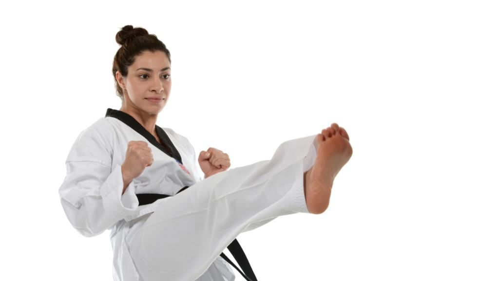 前蹴りを蹴る女性