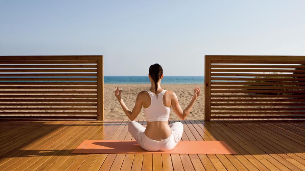 ヨガや瞑想を通じて健康に